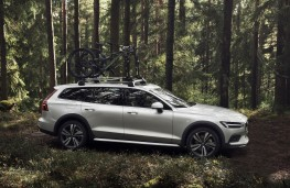 Volvo V60 Cross Country, 2019, side, off road