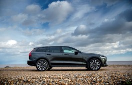 Volvo V60 Cross Country, side, static