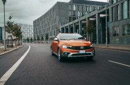 Fiat Tipo Cross, 2020, front, action