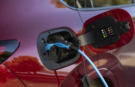 Volvo S90 Recharge T8, 2021, charging