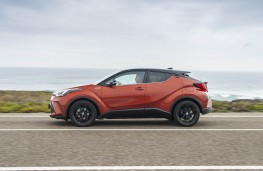 Toyota C-HR, 2019, side