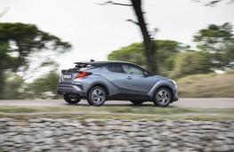 Toyota C-HR, 2019, side