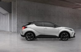Toyota C-HR GR Sport, 2020, side