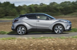 Toyota C-HR, 2017, side