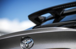 Toyota C-HR, 2017, spoiler