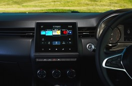 Renault Clio Iconic, 2019, display screen
