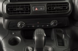 Vauxhall Combo, 2018, centre console