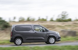 Vauxhall Combo, 2018, side, action