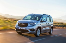 Vauxhall Combo Life, 2018, front