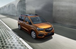 Vauxhall Combo e-Life, 2021, front