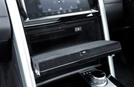 Land Rover Discovery, 2017, dashboard cubby