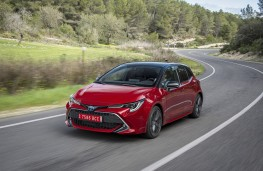 Toyota Corolla hatch, 2019, front