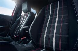Toyota Corolla saloon, 2019, rear seats