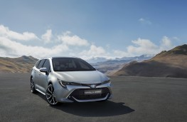 Toyota Corolla Touring Sports, 2019, front