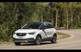Vauxhall Crossland X, 2017, front, action 2