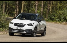 Vauxhall Crossland X, 2017, front, action 3