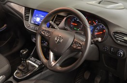 Vauxhall Crossland X, 2018, interior