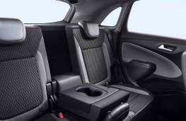 Vauxhall Crossland, 2017, rear seats