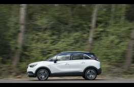 Vauxhall Crossland X, 2017, side, action 2