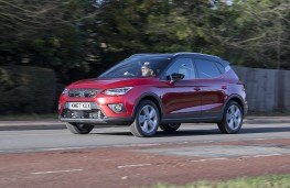 SEAT Arona FR, 2018, side, action