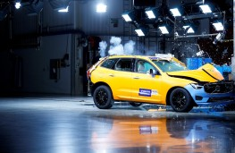 Volvo XC60, 2017, crash test, front
