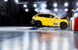 Volvo XC60, 2017, crash test