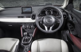 Mazda CX-3, red, interior