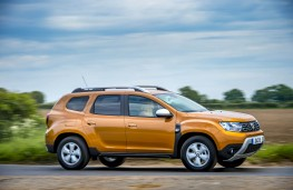 Dacia Duster, side action