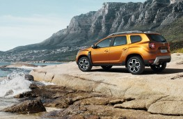 Dacia Duster 2018 rear threequarter