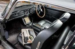 James Bond Aston Martin DB5, interior