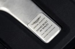Aston Martin DBX, 2020, plaque