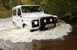 Land Rover Defender 90, action