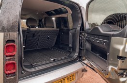 Land Rover Defender, 2020, boot