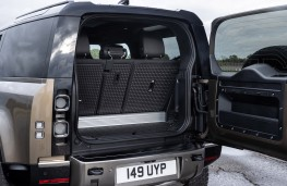 Land Rover Defender 90, 2020, boot