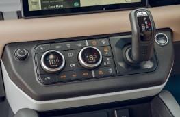 Land Rover Defender, 2020, gear lever