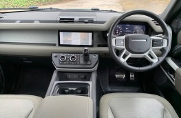 Land Rover Defender First Edition, 2021, dashboard