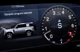 Land Rover Defender V8, 2021, dynamic mode instrument display