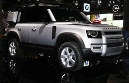 Land Rover Defender, front