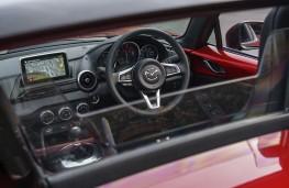 Mazda MX-5 RF, 2017, wind deflector