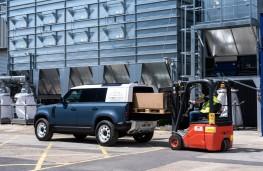 Land Rover Defender Hard Top, 2020, loading