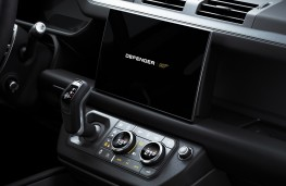 Land Rover Defender Bond Edition, 2021, display screen