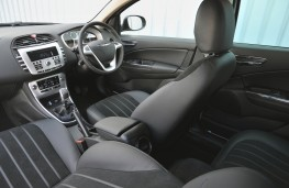 Chrysler Delta, interior