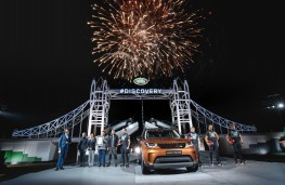 Land Rover Discovery, 2017, reveal, fireworks