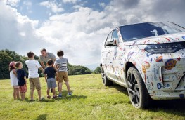 Land Rover Discovery, 2016, children and camouflaged vehicle
