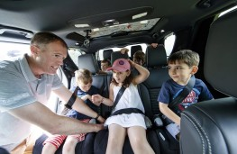 Land Rover Discovery, 2016, children in vehicle