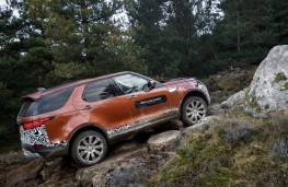 Land Rover Discovery, 2017, rocks, side
