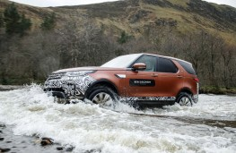 Land Rover Discovery, 2017, water