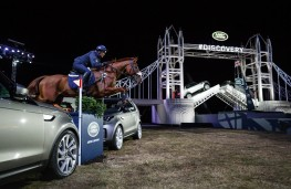 Land Rover Discovery, 2017, reveal, Zara Phillips, horse jumping