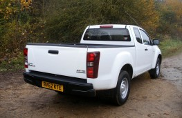 Isuzu D-Max Fury, rear