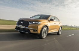 DS 7 Crossback front threequarter action